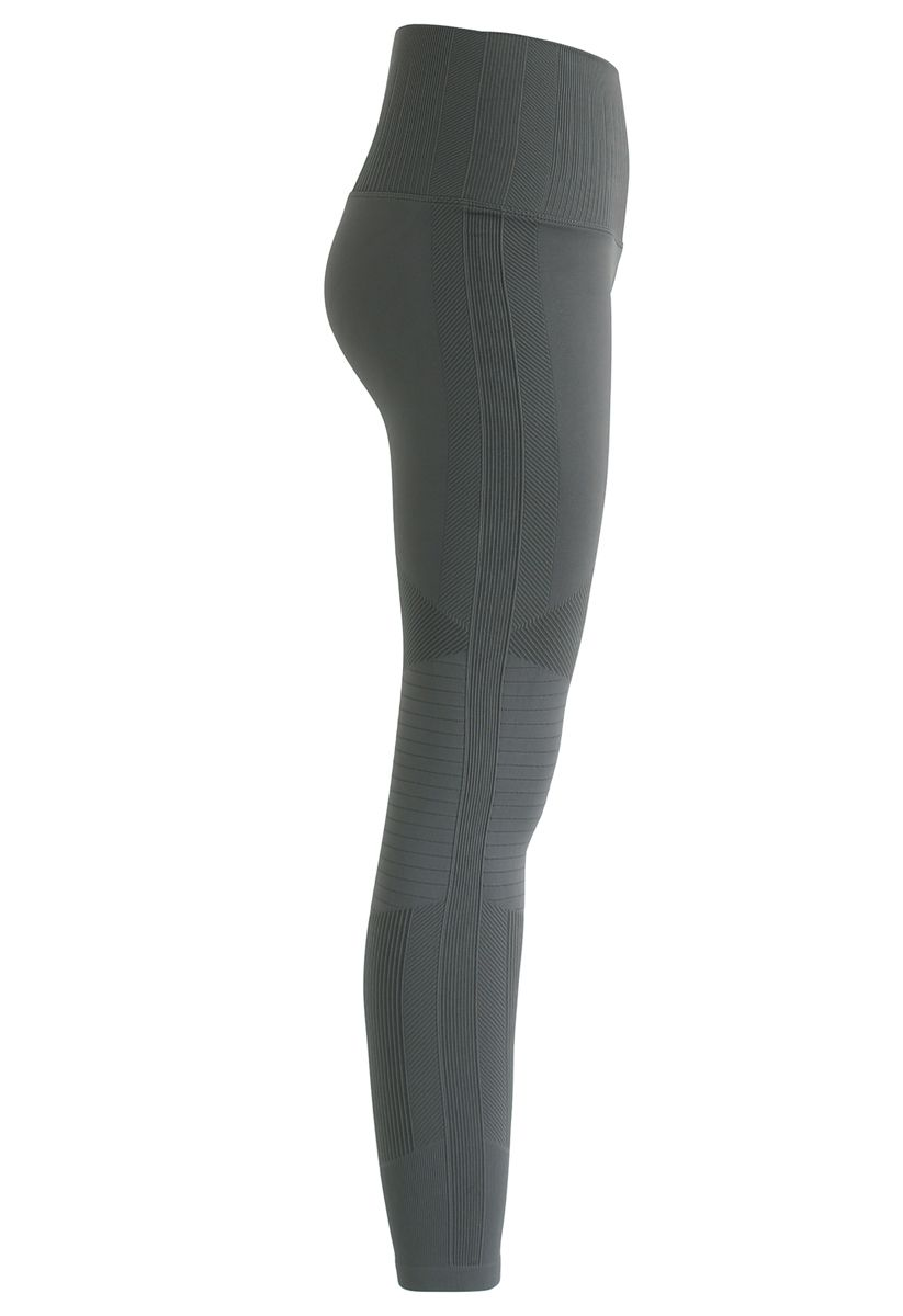 High-Rise Fitness Leggings in Olive