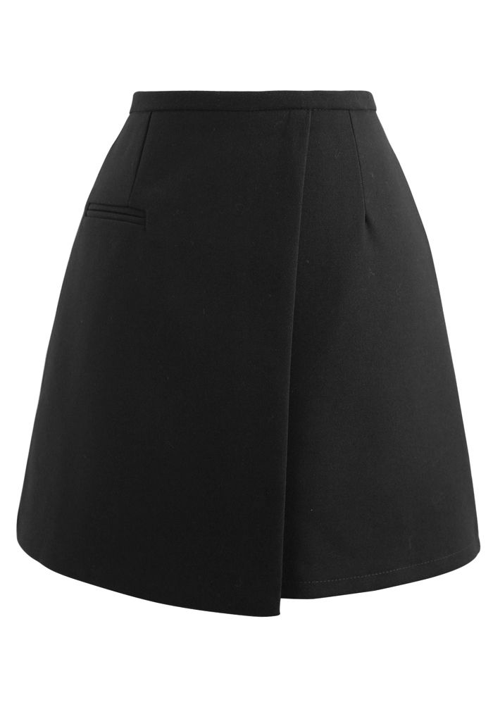 Fake Pocket Flap Bud Skirt in Black