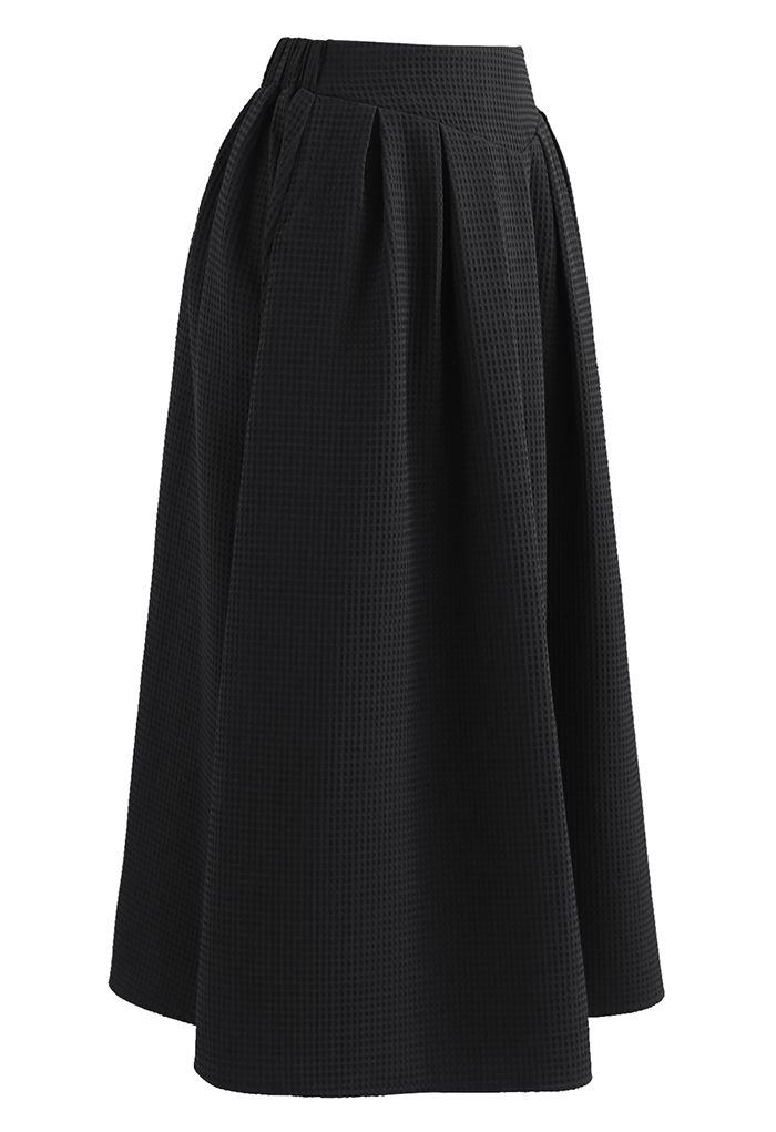 Waffle Pattern Pleated Midi Skirt in Black