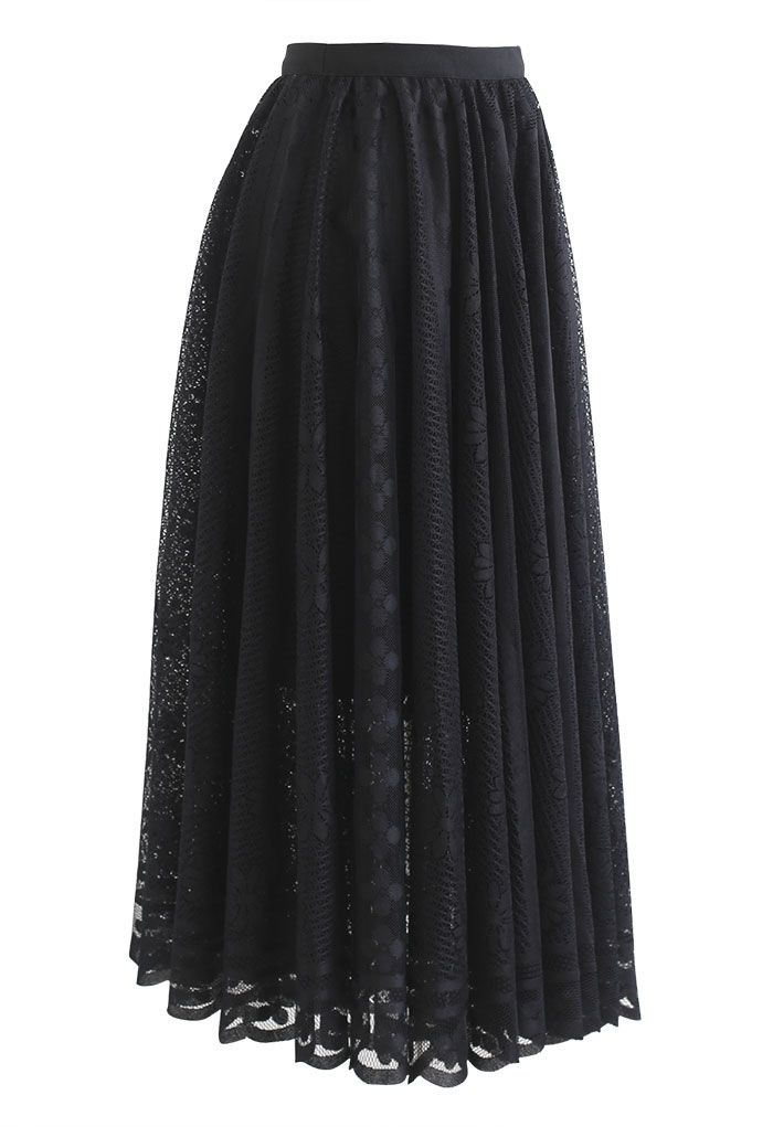 Floral Lace Scalloped Hem Maxi Skirt in Black