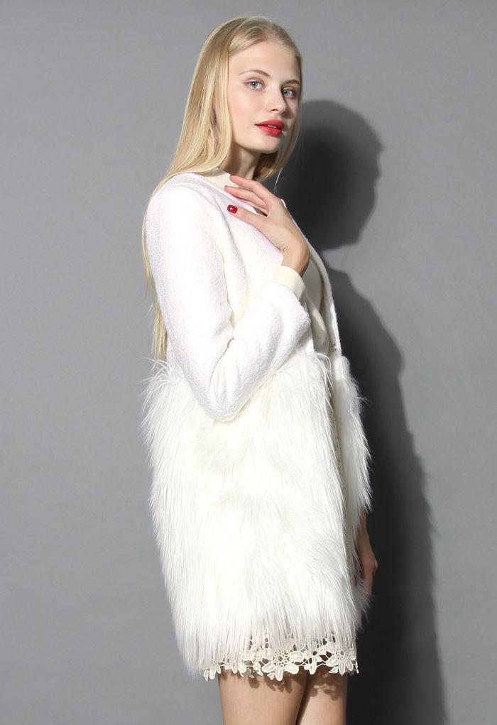 白色仿皮草拼接外套