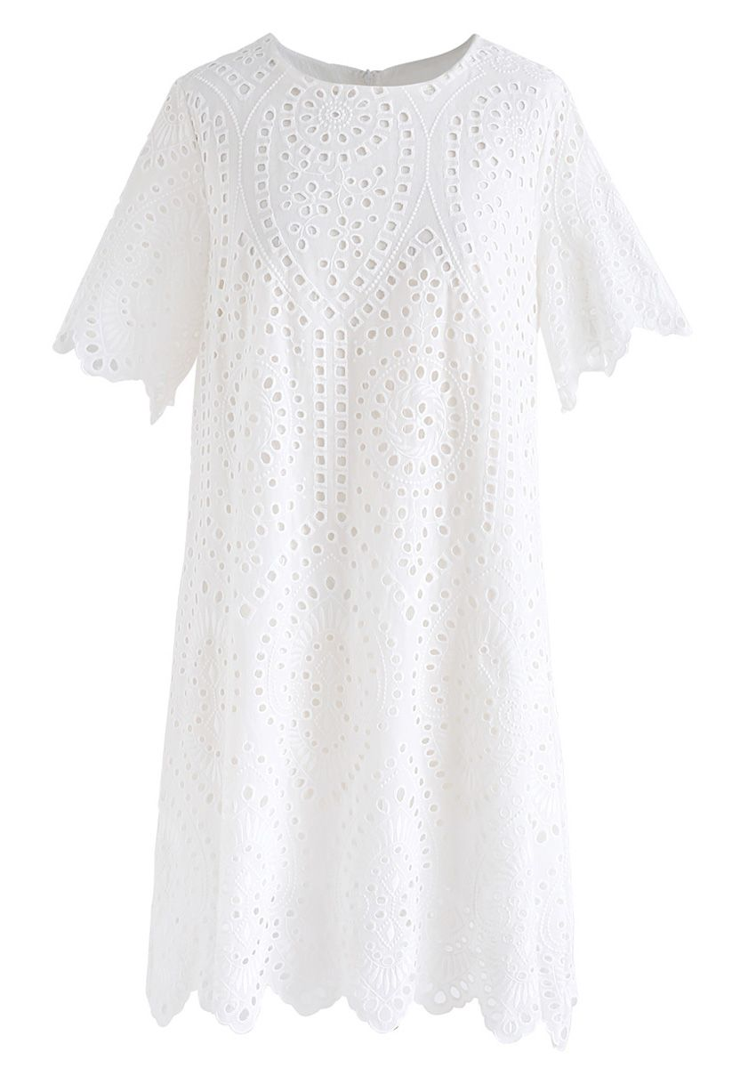 慢下來的白色刺繡小孔直筒連衣裙