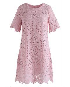 粉色漸變色刺繡圓孔直筒連衣裙