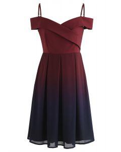 葡萄酒中的Gradient Revelry冷肩連衣裙