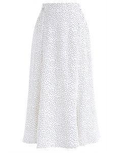 知道你在白色的圓點褶邊裙