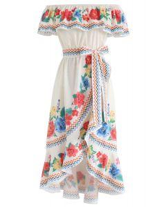 你會看到花卉不對稱的瀑布連衣裙